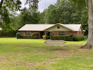 533 Bunker Hill Rd, Columbia, MS 39429