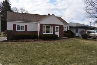 4271 S 90th St, Greenfield, WI 53228