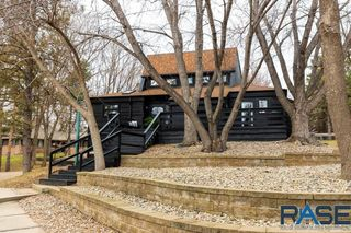 2320 S Southeastern Ave, Sioux Falls, SD 57103