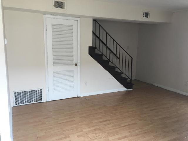 436 Robertson St #1, Lexington, KY 40508 - 2 Bed, 1 Bath Multi-Family Home  For Rent - 5 Photos   Trulia
