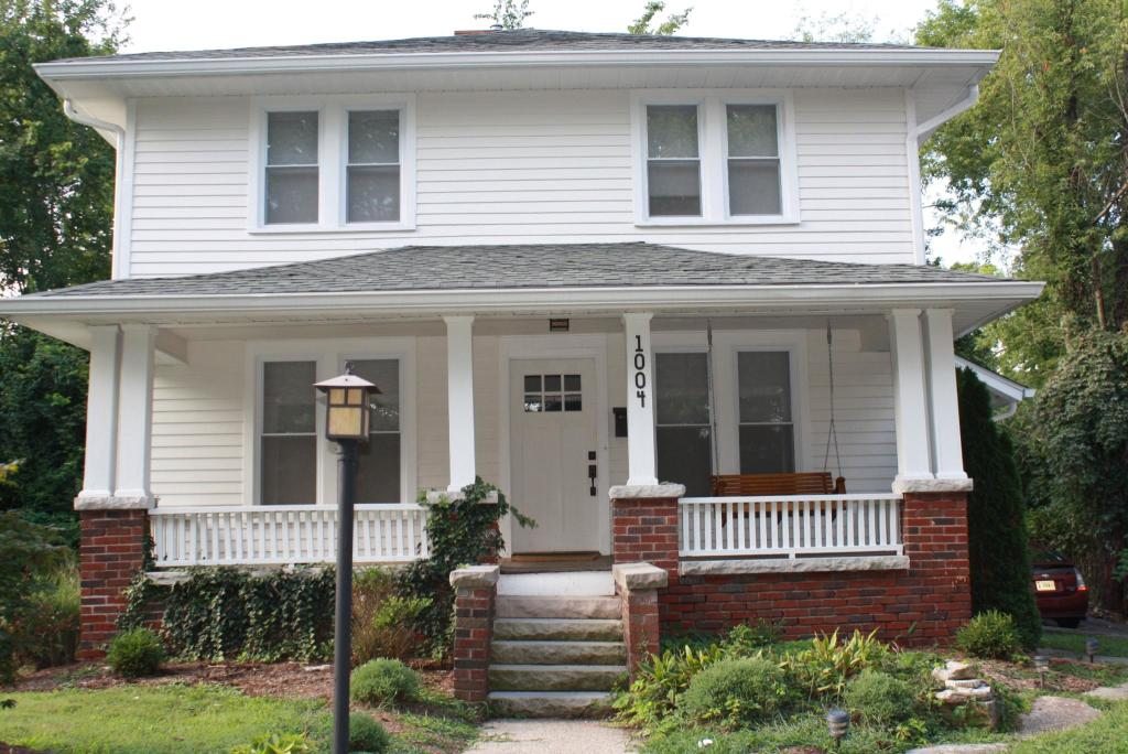 Awesome 1004 E 2Nd St Bloomington In 47401 5 Bed 2 Bath Single Family Home For Rent 13 Photos Trulia Home Remodeling Inspirations Gresiscottssportslandcom