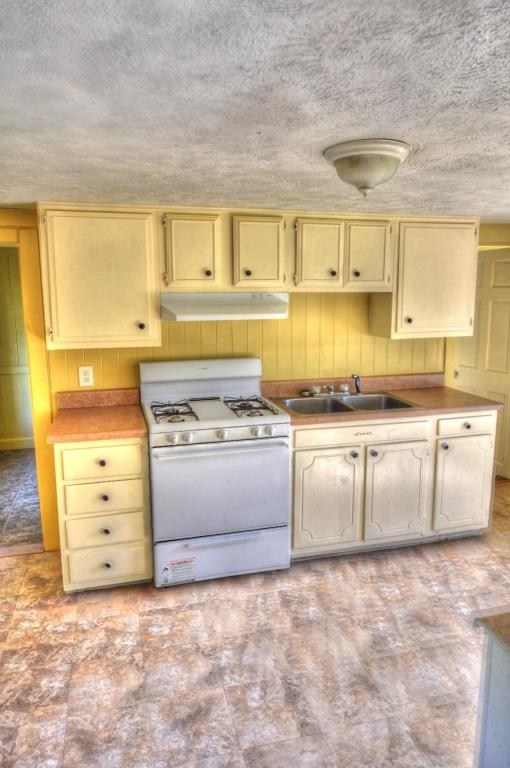 68 Thayer St #2, Jamestown, NY 14701 - 2 Bed, 1 Bath Multi-Family Home For  Rent - 8 Photos | Trulia