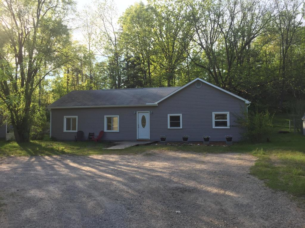Stupendous Center Rd And State Hwy 37 Traverse City Mi 49686 3 Bed 2 Bath Single Family Home For Rent 13 Photos Trulia Home Interior And Landscaping Ologienasavecom