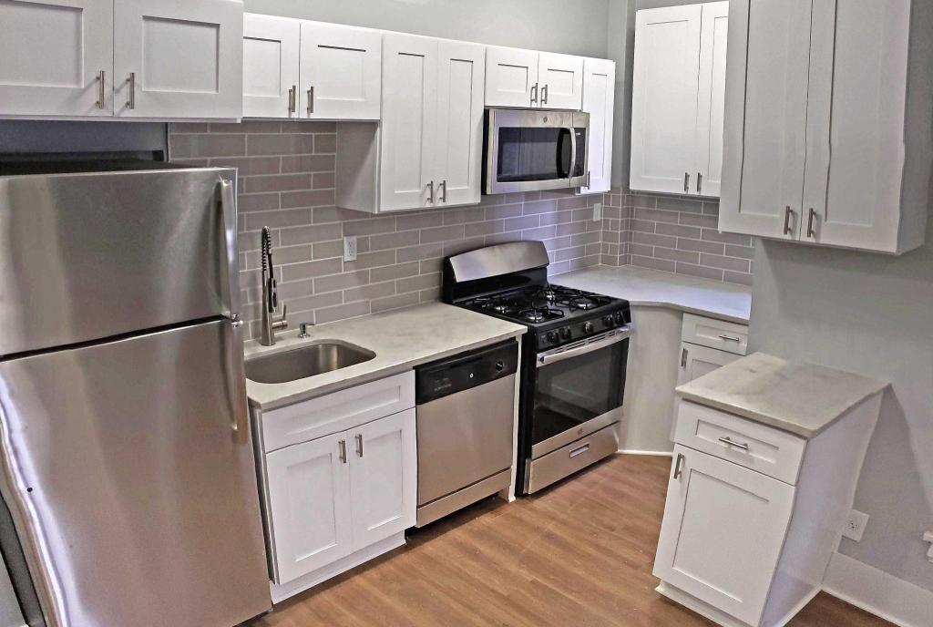 Tremendous 12405 Detroit Ave 14 Lakewood Oh 1 Bed 1 Bath 13 Squirreltailoven Fun Painted Chair Ideas Images Squirreltailovenorg