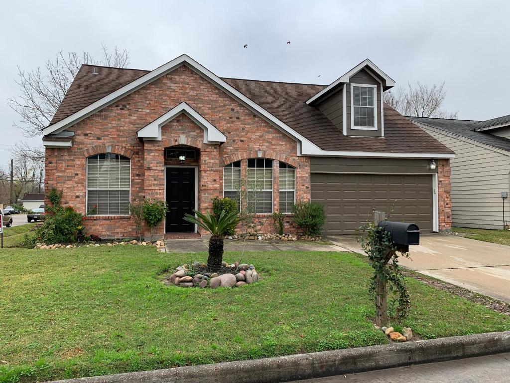 Incredible 135 Clairy Ct Houston Tx 3 Bed 2 Bath Single Family Complete Home Design Collection Barbaintelli Responsecom