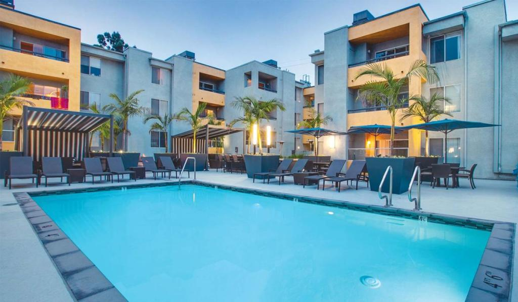 The Crescent at West Hollywood Luxury Apartments