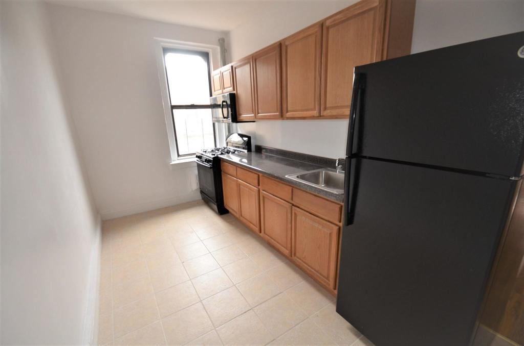 E 181st St And Ryer Ave Bronx Ny 10457 Studio 1 Bath Multi Family Home For Rent 3 Photos Trulia