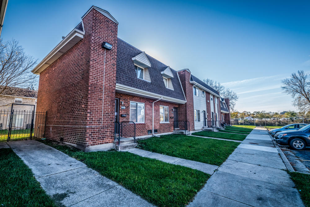 Pangea Lakes Apartments in Riverdale, IL 60827 - 2-4 Bed, 1