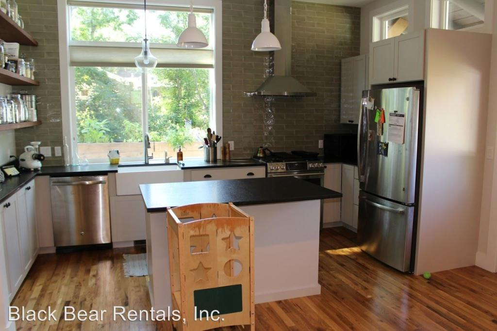 46 Sand Hill Rd Asheville Nc 5 Bed 3 Bath Single Family