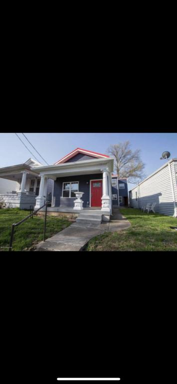 Superb 1112 Ash St A Louisville Ky 40217 3 Bed 2 Bath Multi Family Home For Rent 25 Photos Trulia Interior Design Ideas Gentotryabchikinfo