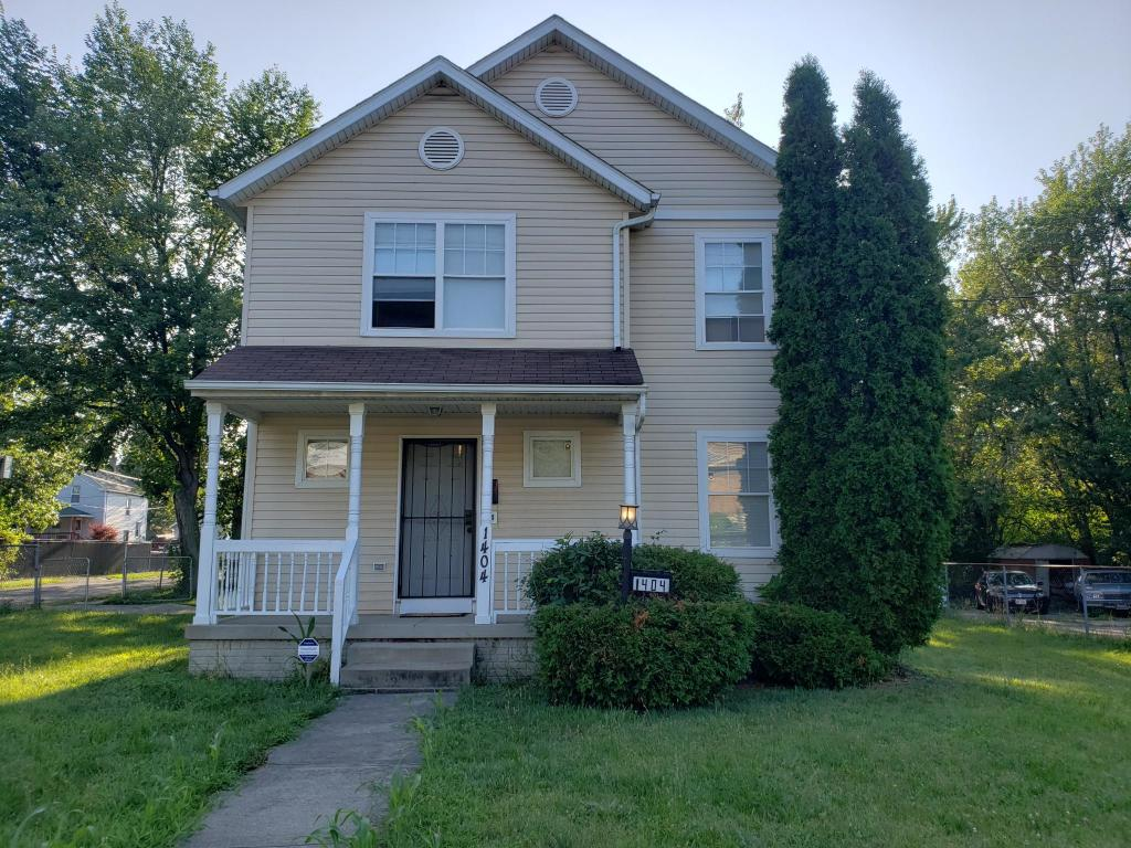 Amazing 1404 Lakeview Rd Cleveland Oh 44112 3 Bed 1 5 Bath Single Family Home For Rent 6 Photos Trulia Interior Design Ideas Philsoteloinfo