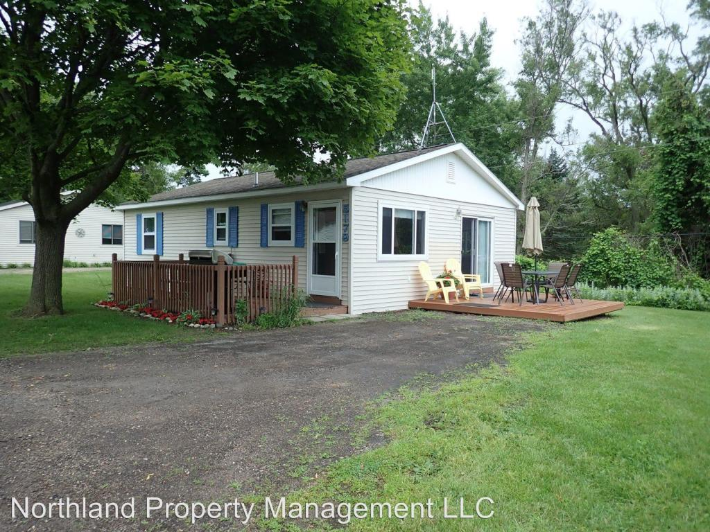 Awesome 5179 Silver Shores Ln Traverse City Mi 49685 3 Bed 1 Bath Single Family Home For Rent 36 Photos Trulia Home Interior And Landscaping Ologienasavecom