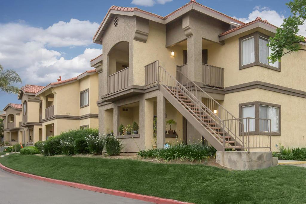 Club Pacifica Apartment Homes