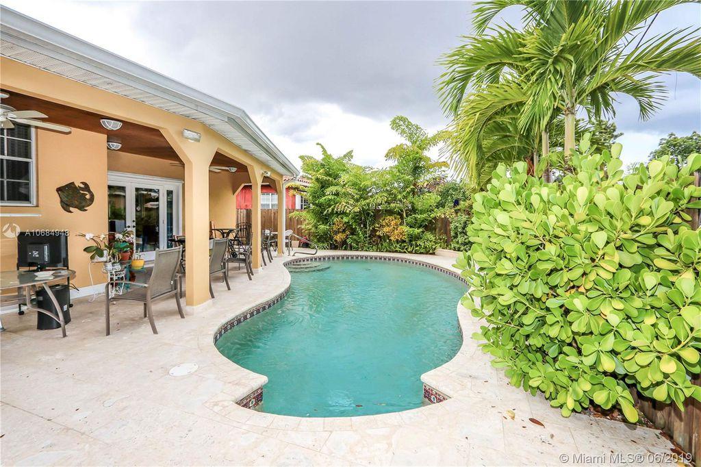 58 Bentley Dr, Miami Springs, FL 33166