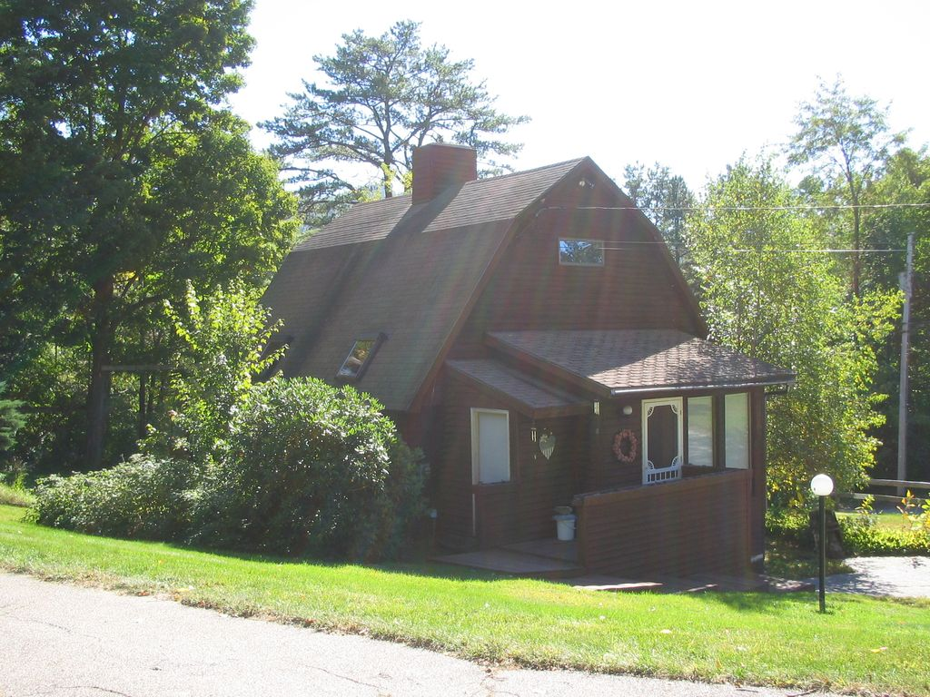24 Cranmore Rd, North Conway, NH - 2 Bed, 1 Bath Single ... on coos county nh town map, alton nh town map, new boston nh town map, gorham nh town map, pelham nh town map, carroll county nh town map, gilmanton nh town map, newton nh town map, peterborough nh town map,