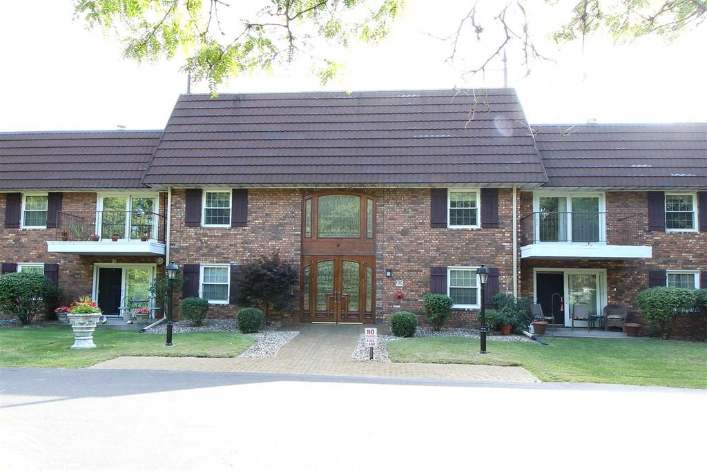 3900 N Stable Ct #202, Peoria, IL 61614