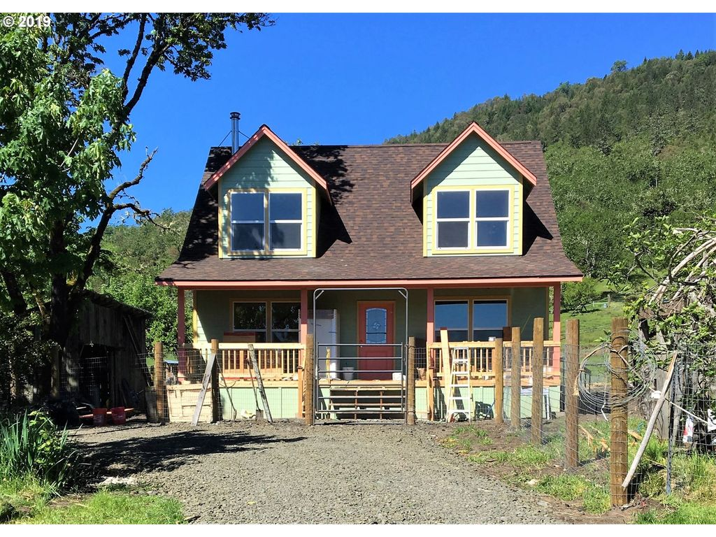 1325 Gateway Rd, Roseburg, OR 97470 - 3 Bed, 2 Bath Single-Family Home -  MLS# 19112984 - 28 Photos | Trulia