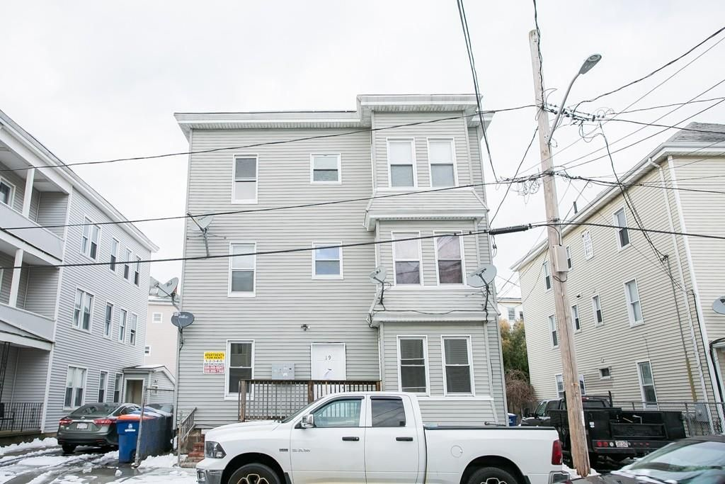 Incredible 19 Bentley St New Bedford Ma Multi Family Home 26 Home Interior And Landscaping Ponolsignezvosmurscom