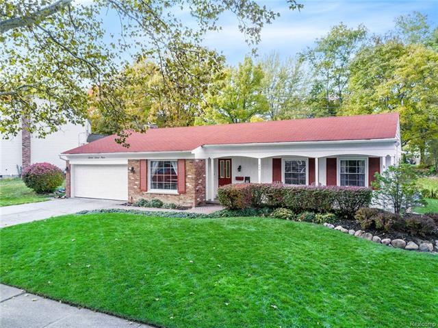 379 Welch Rd, Northville, MI - 2 Bath Single-Family Home ...