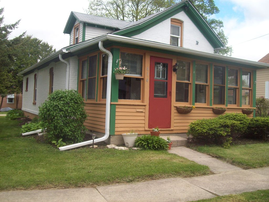 Excellent 614 W Cady St Watertown Wi 53094 2 Bed 1 Bath Single Family Home Mls 1647756 10 Photos Trulia Beutiful Home Inspiration Ommitmahrainfo