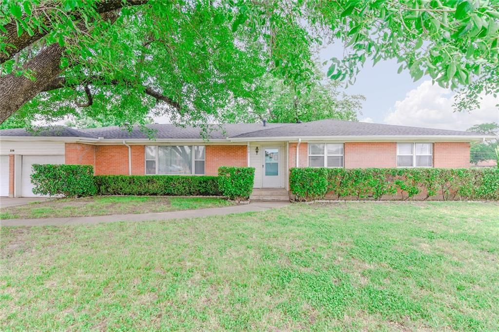 Outstanding 310 Lakeview Dr Grand Prairie Tx 75051 4 Bed 2 Bath Single Family Home Mls 14102176 32 Photos Trulia Complete Home Design Collection Papxelindsey Bellcom