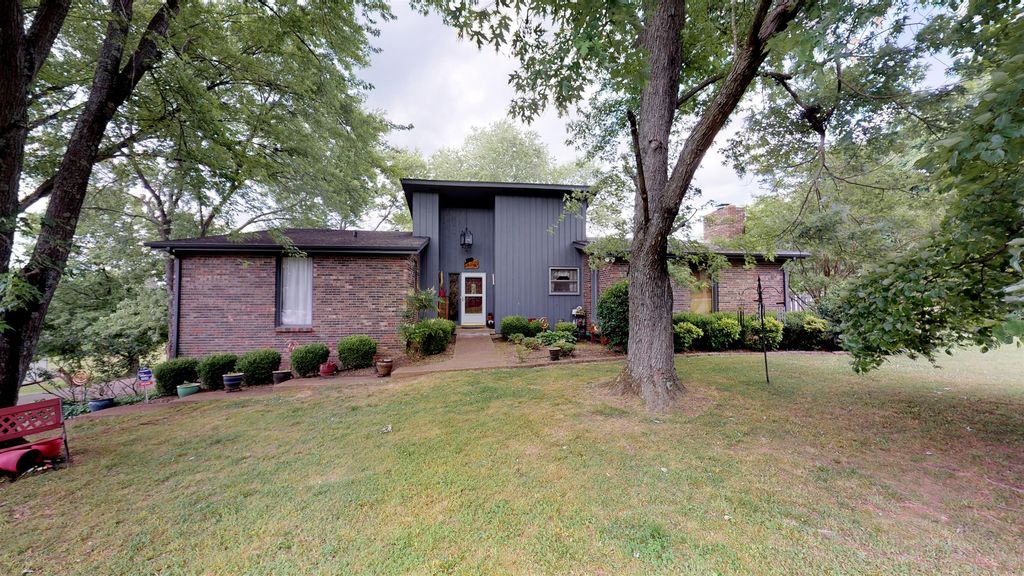 Brilliant 105 Hawkins Rd Clarksville Tn 37040 4 Bed 4 Bath Single Family Home Mls 2050685 28 Photos Trulia Home Interior And Landscaping Transignezvosmurscom