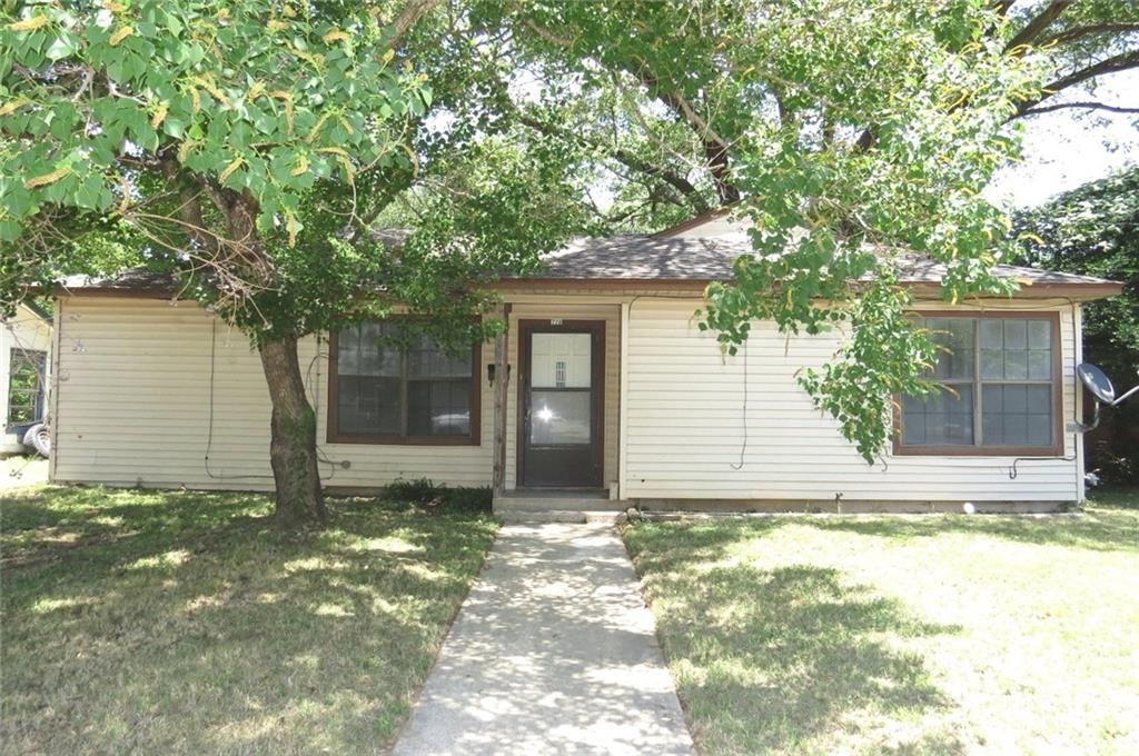 728 Copeland St, Rockdale, TX 76567
