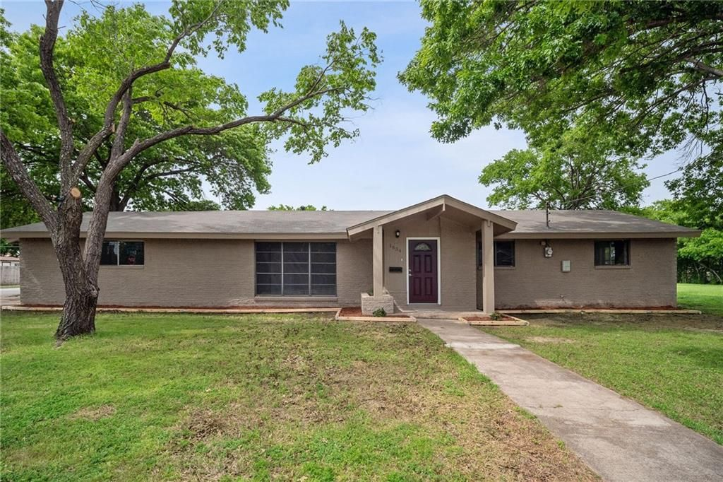 Sensational 1834 Spikes St Grand Prairie Tx 3 Bed 2 Bath Single Complete Home Design Collection Papxelindsey Bellcom