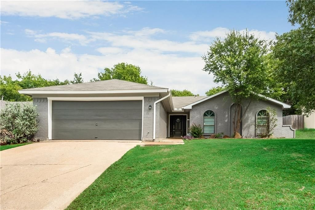 2933 Encino Dr, Fort Worth, TX 76116