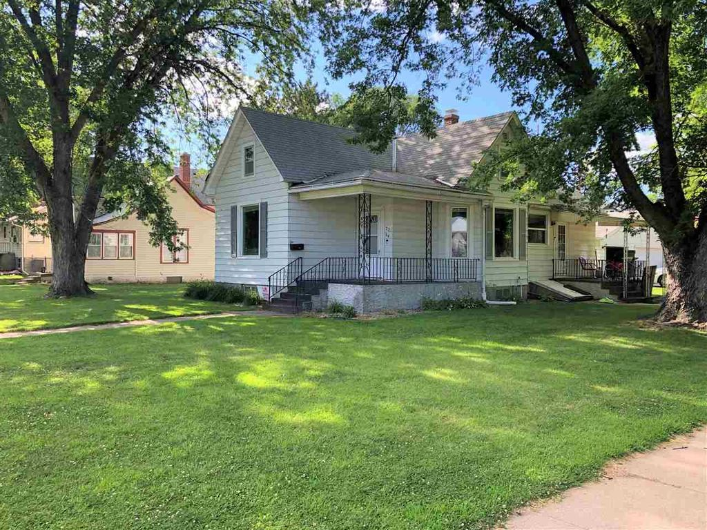 Fantastic 2204 17Th St Columbus Ne 3 Bed 1 Bath Single Family Home Interior And Landscaping Ymoonbapapsignezvosmurscom