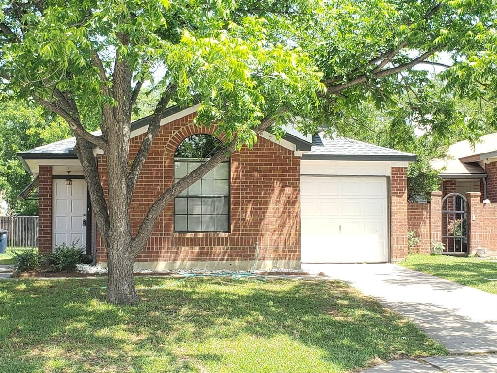4739 Poppy Dr E, Fort Worth, TX - 3 Bed, 2 Bath Single-Family Home - 10  Photos | Trulia