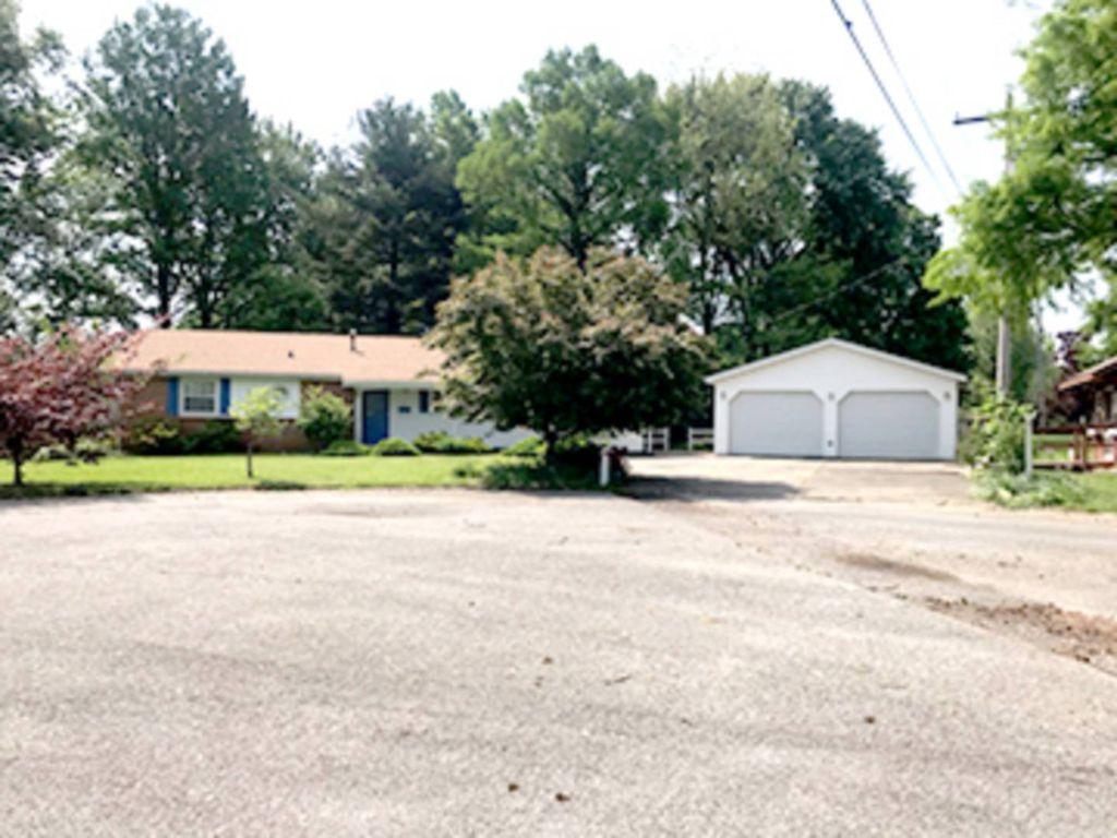 1 Feather Cir, Fairfield, IL 62837 - 3 Bed, 2 Bath Single-Family Home on